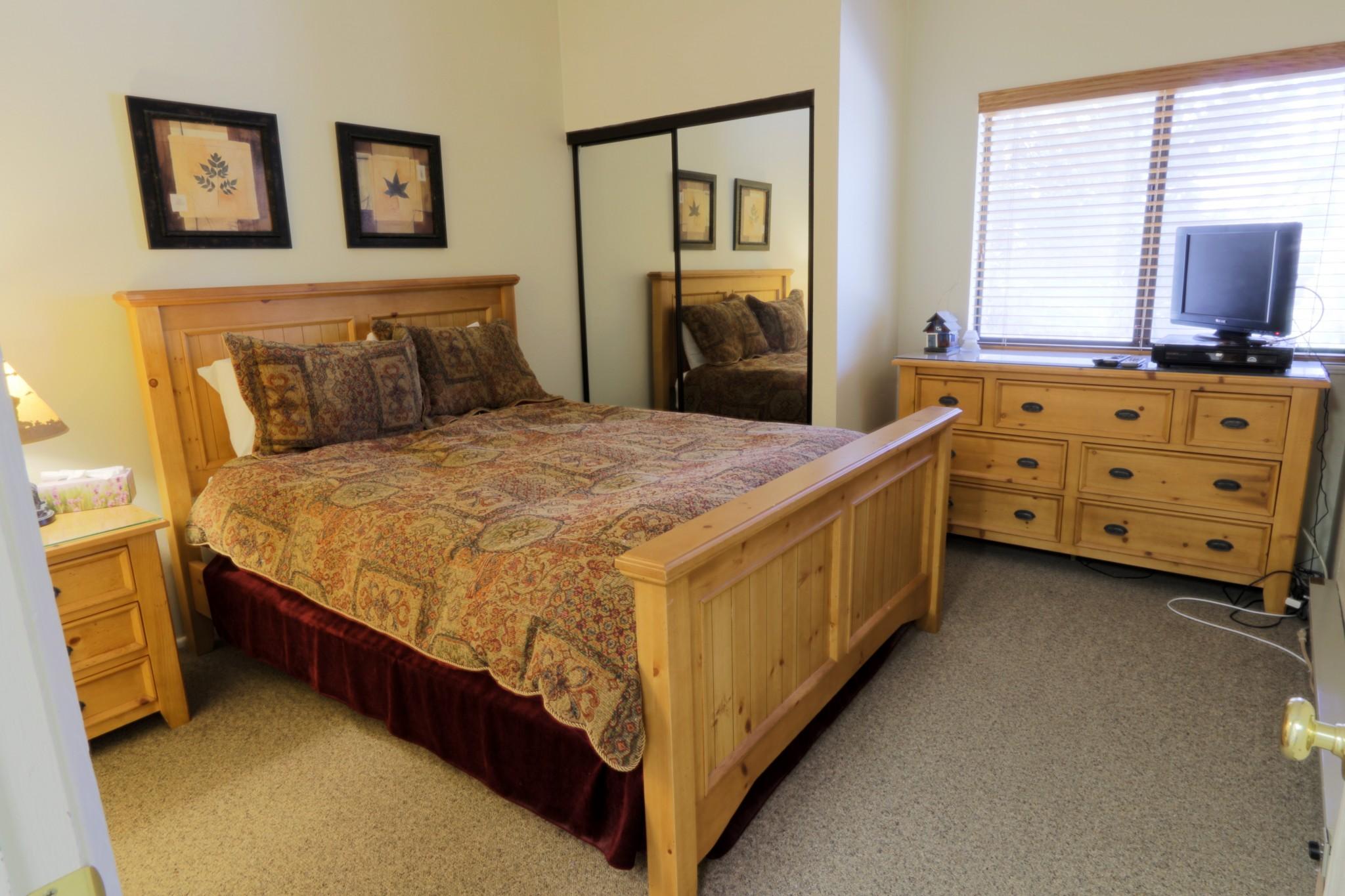 Crestview#40.master bedroom